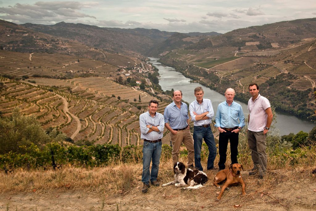 symingtons-douro-valley_2013_dog-s