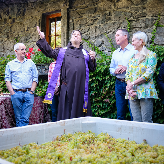 Far Niente harvest - Blessing of the grapes