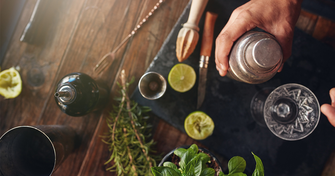Huckleberry-images_BARTENDER-TOP-VIEW_1100x580