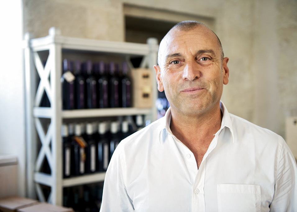 Gaetano Marangelli is one of the leading innovators in Apulia today, working with traditional varietals like Primitivo, Negroamaro, Minutolo and Susumaniello.